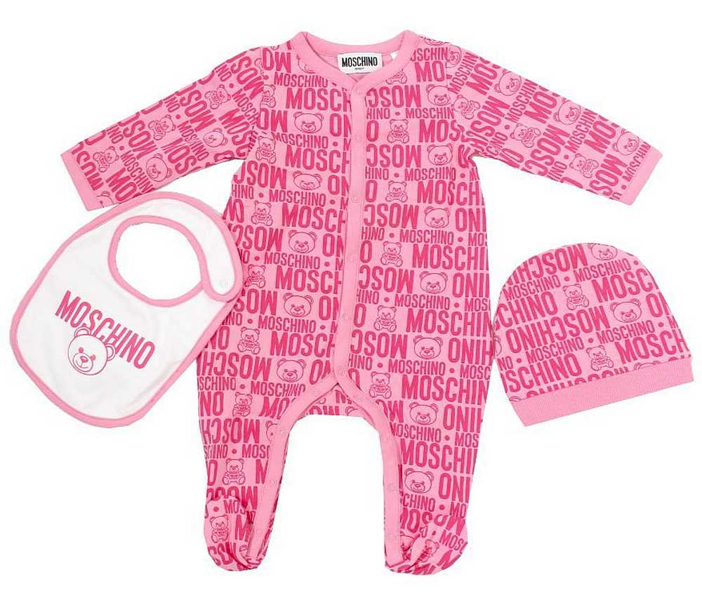 MUY03B LBB58. / 85557 FUXIA / Baby Girl Footie W Bib and Hat Allover Prt W Giftbo