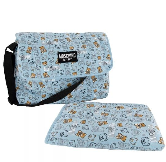 MNX03D. / 83349 SKY TOY / MOSCHINO CHANGING BAG W/MAT AND ALLOVER BEAR PRINT