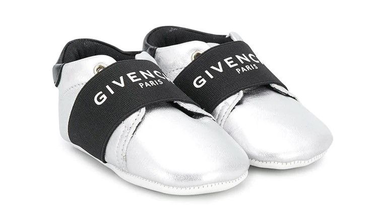 H99021. / 016 SILVER / GIVENCHY CRIB SHOES W/LOGO STRAP
